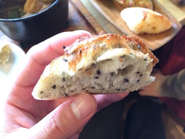 黒ごま米粉パンの画像